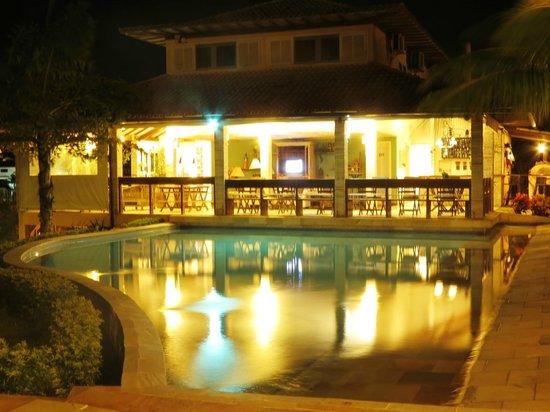 Bon Bini Pousada:                   Área externa/restaurante