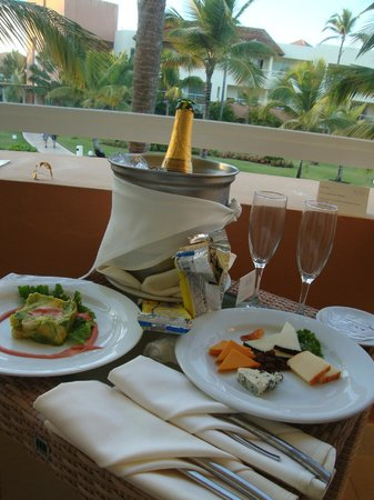 Secrets Royal Beach Punta Cana: Room service on our balcony