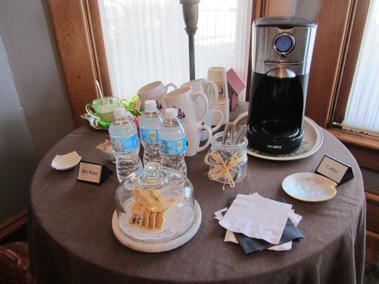 Nestle Inn Bed and Breakfast:                   Foyer beverage station