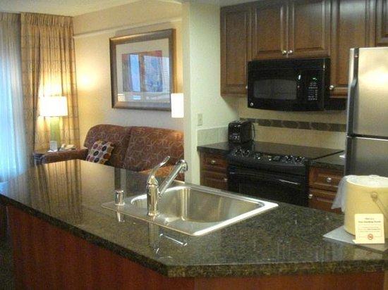 Hilton Grand Vacations at the Flamingo: Kitchen