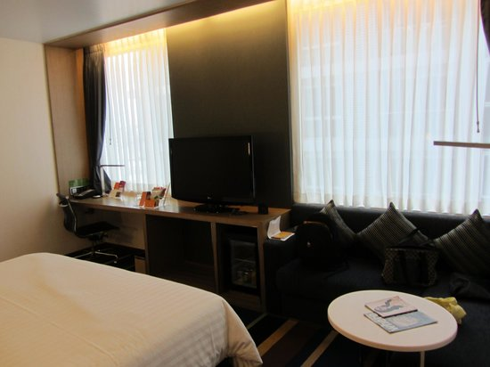 Aloft Bangkok - Sukhumvit 11:                   Room view