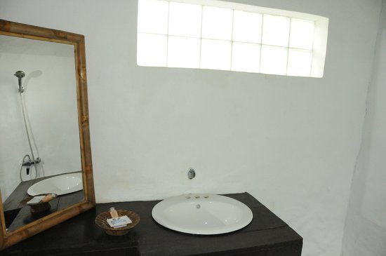Kamu Lodge:                   Bathroom