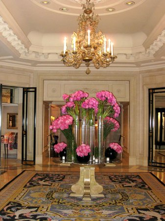 Four Seasons Hotel George V Paris:                   flowers!