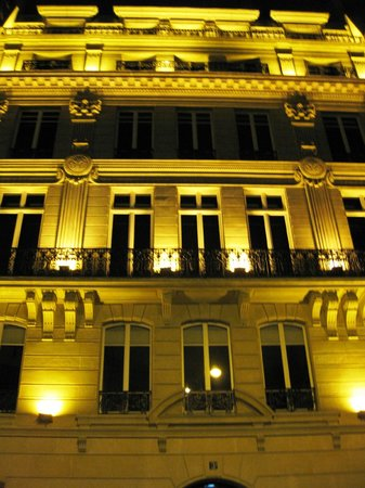 Four Seasons Hotel George V Paris:                   George V at night