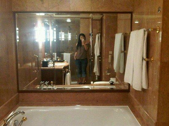 Sheraton Imperial Kuala Lumpur Hotel: The bathroom.
