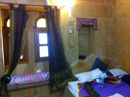 Hotel Shahi Palace:                   lovely bay window and room at shai palace