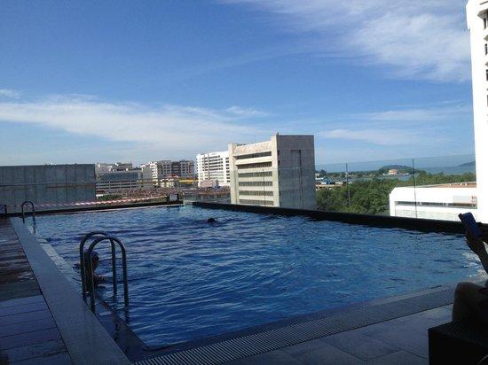 Horizon Hotel:                   swimming pool at level 6