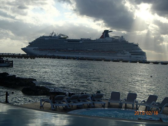 Grand Park Royal Cozumel:                   cruise ships in  pier during the day