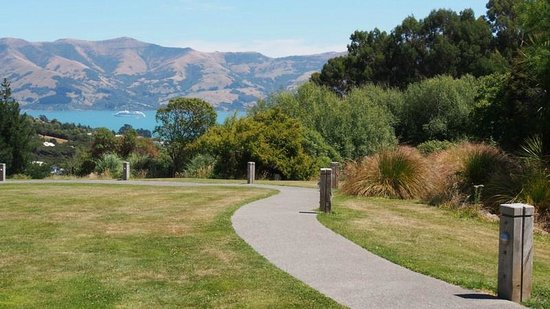 ‪‪Mt Vernon Lodge‬: View from the estate over Akaroa Harbour‬