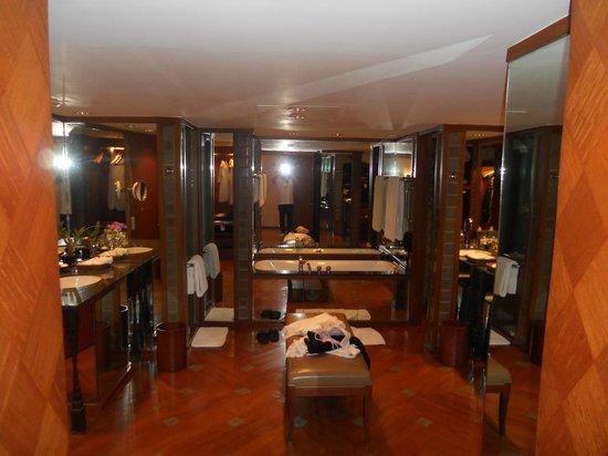 โรงแรมสุโขทัย:                   バスルーム