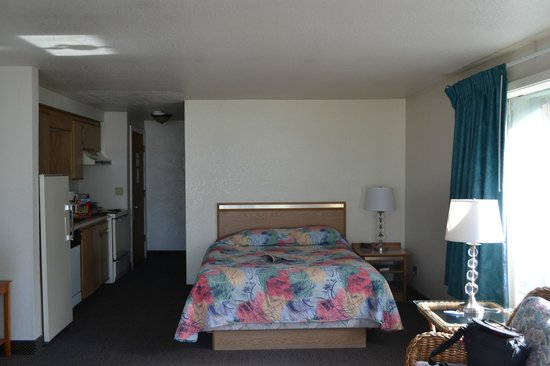 Surfside Resort:                   Bed & Kitchenette