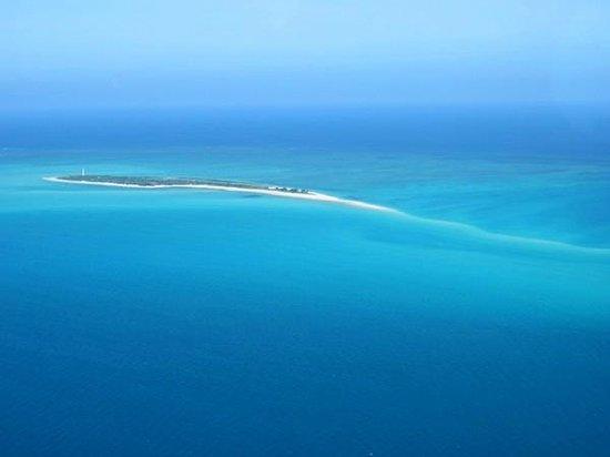 Anantara Medjumbe Island Resort:                   вид на остров с самолета