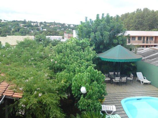 Green House Hostel:                   Vista do Alto da Varanda onde tem redes e sofas bem confortaveis