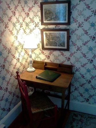 Colony Hotel:                   Very quaint room.