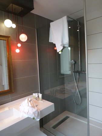 Mercure Lyon Centre - Gare Part Dieu: Great bathroom