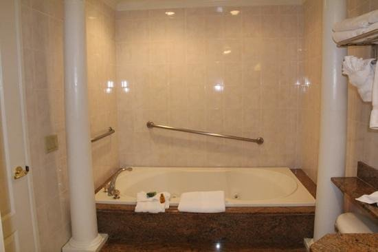 Best Western Plus Sunset Plaza Hotel:                   Family suite bathroom