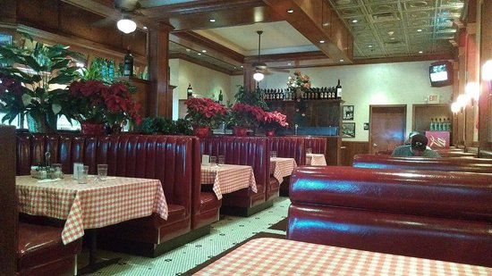 Marsala Pizzeria Restaurant: Clean & family friendly dining room