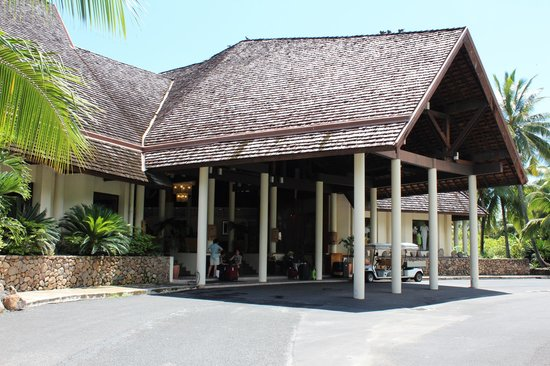 InterContinental Moorea Resort & Spa:                   entrance to hotel