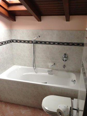 Albergo Relax :                   bagno con vasca