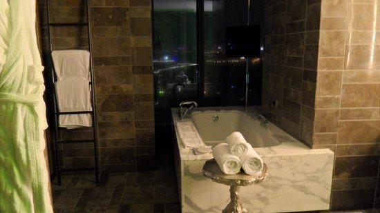W Taipei:                   Bagno suite