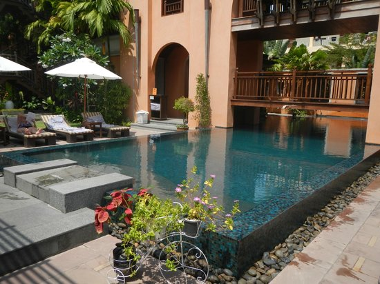 Mercure Samui Chaweng Tana Hotel:                   Small swimming pool