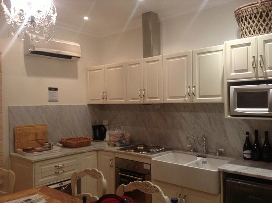 Riversdale Estate Cottages:                   Beautiful Kitchen