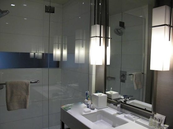 Kimpton Hotel Wilshire:                   Very nice bathroom
