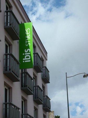 Ibis Styles Saint Dizier : ENSEIGNE
