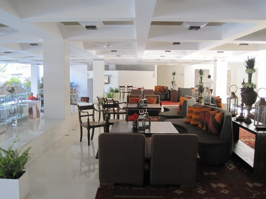 Cinnamon Citadel Kandy:                   lobby/bar area