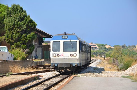 "Île-Rousse, France :                   Le train de Balagne alias ""La Micheline"""