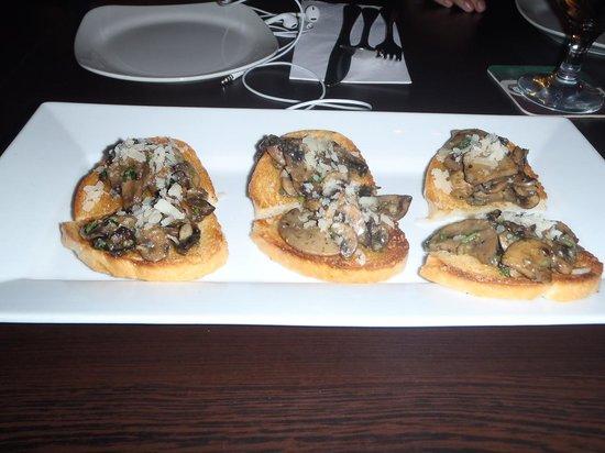 Vin's Restaurant and Bar:                   Bruschetta