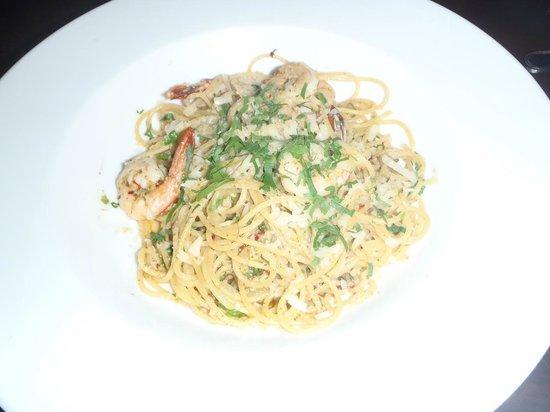 Vin's Restaurant and Bar:                   Pasta Aglio Olio