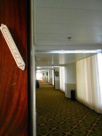 Ron Beach Hotel:                   corridor