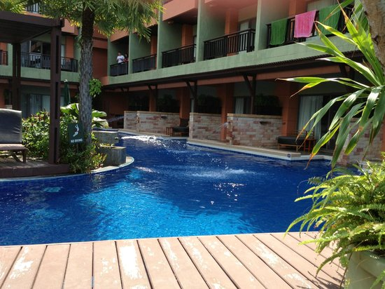 Patong Merlin Hotel:                   pool access rooms