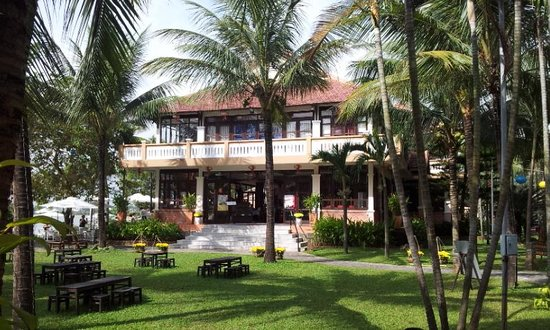 Vinh Hung Riverside Resort:                                     Restaurant at Vinh Hung resort