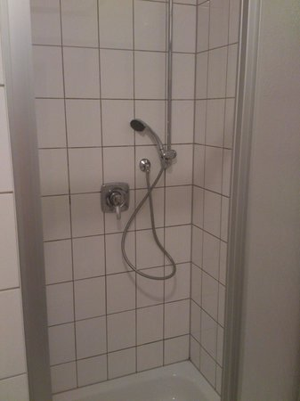Schoenhouse Living:                   Faulty shower fitting
