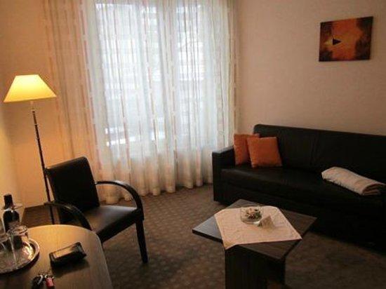 Hotel-Pension Linner: Sitzecke im Zimmer