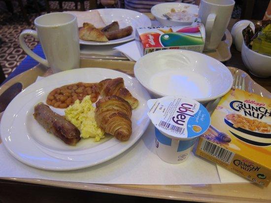 Holiday Inn Express London-Swiss Cottage:                   Yummy breakfast