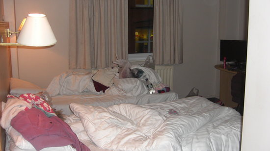 Travelodge Belfast City:                   Room4