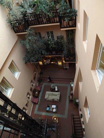 Narutis Hotel:                   Lobby