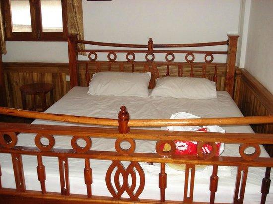Villa Aphay Guest House:                   Bedroom, double bed. Huge.