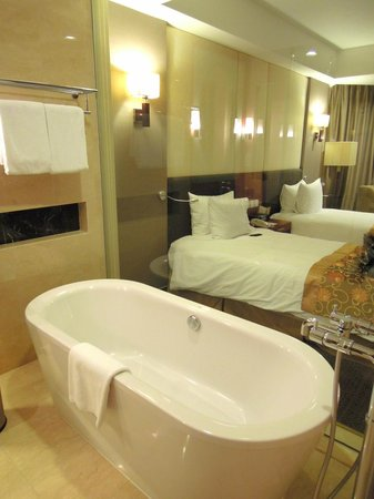 Crowne Plaza West Hanoi:                                     bathroom (Crowne Plaza, Hanoi)