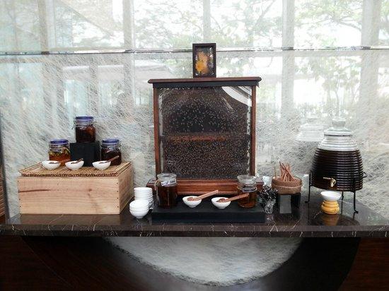 Fairmont Makati:                   bees