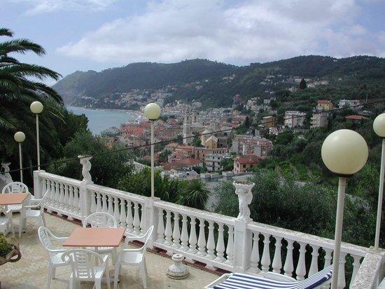 Hotel Patrizia :                   terrazza solarium