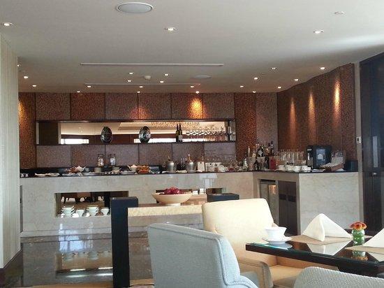Fairmont Makati:                   lounge