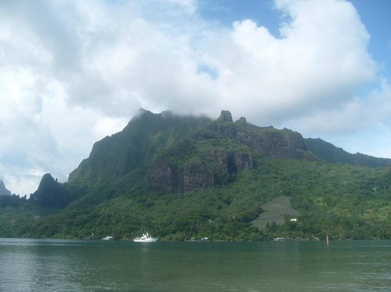 Pension Motu Iti:                   Mount Rotui, Moorea