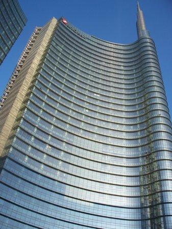 Torri Garibaldi:                   Torre di Cesar Pelli (edificio più alto in Italia)