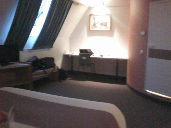 Ibis Besancon La City : Chambre vu du lit