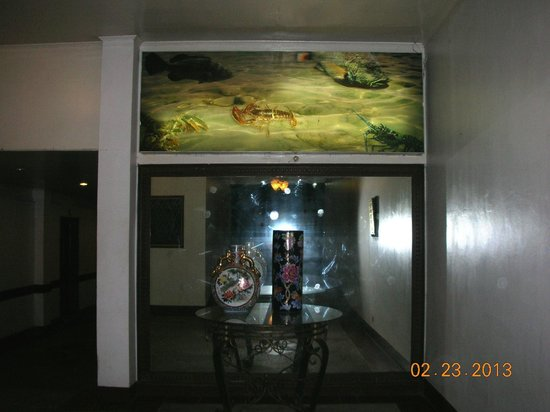 Anton's Restaurant: entrance decor
