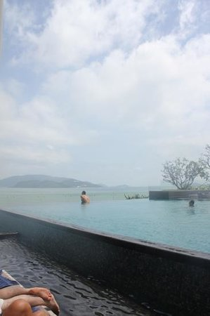 Sheraton Nha Trang Hotel and Spa :                   view from pool